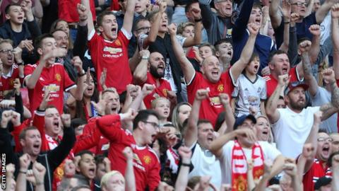 Jose Mourinho backs Phil Jones after criticism from Rio Ferdinand