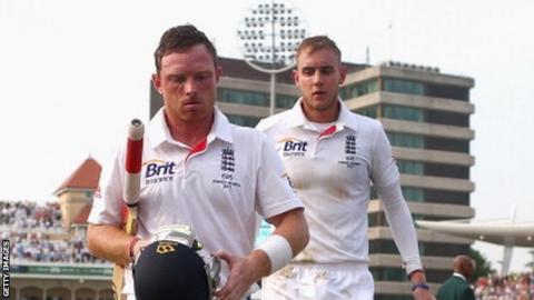 England batsman Ian Bell (left) and bowler Stuart Broad