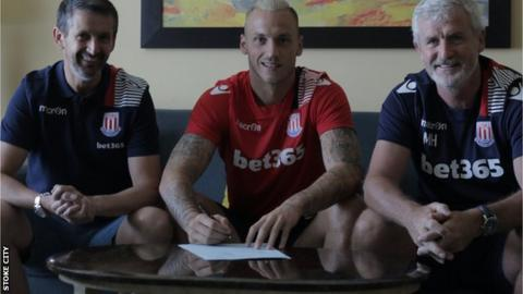 Marko Arnautovic signs new contract with Stoke