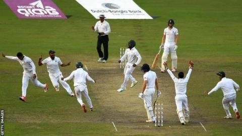 Bangladesh celebrate a wicket against England