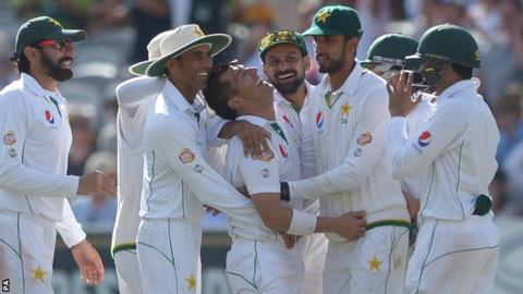 Pakistan celebrate another Yasir Shah wicket at Lord's