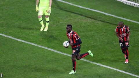 Mario Balotelli reacts after scoring for Nice against Bordeaux
