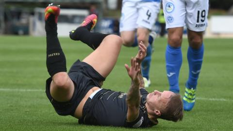 Leigh Griffiths goes down in the St Johnstone box, but was booked for diving