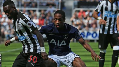 Walker-Peters signs contract extension
