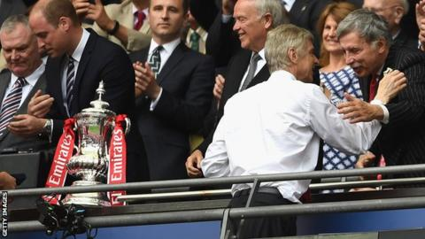 Arsene Wenger meets Stan Kroeneke at the FA Cup final