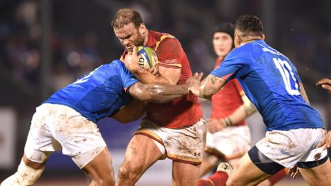 Wales captain Jamie Roberts takes on Samoa