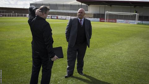 The opposing managers catch up before kick-off
