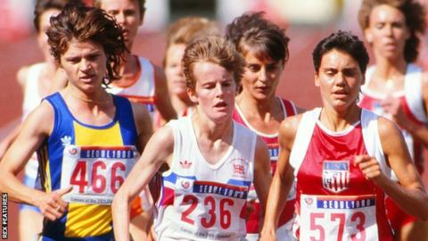 Yvonne Murray (centre) heads for a bronze medal in Seoul