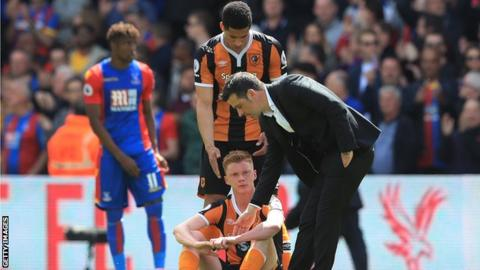 Hull's Marco Silva, Curtis Davies and Sam Clucas