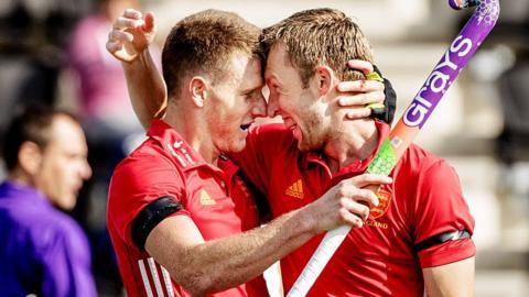 England's Sam Ward (left) and Barry Middleton