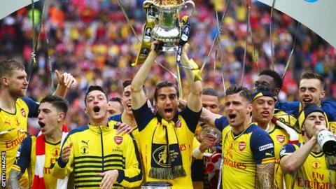 Arsenal celebrate winning the Fa Cup in 2015
