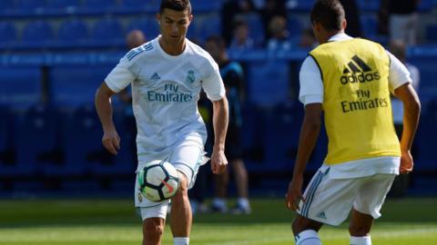 Cristiano Ronaldo warms up