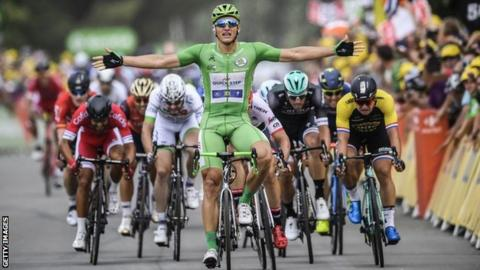 Kittel sprints to fourth stage win as Froome retains overall lead