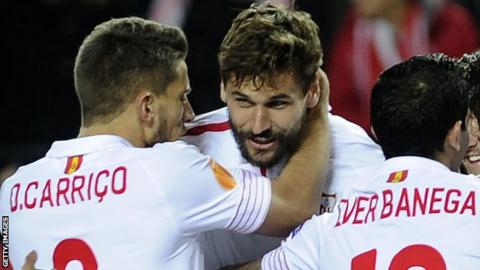 Fernando Llorente celebrates with his Sevilla team-mates