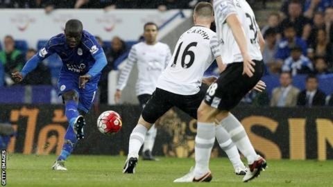 Leicester's Kante signs for Chelsea