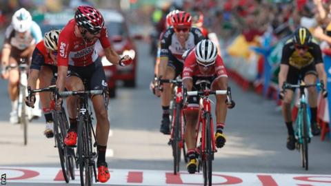 Froome maintains Vuelta lead before 'rude' decider