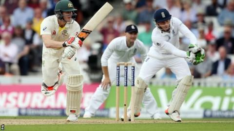 Steve Smith accumulates at The Oval
