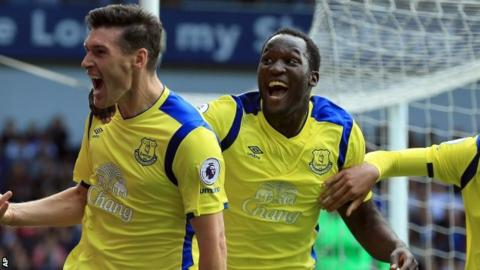 Gareth Barry and Romelu Lukaku