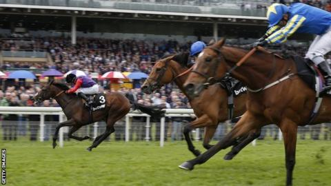 Dartmouth (left) wins the Yorkshire Cup