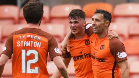 Dundee United celebrate Scott McDonald's goal against Brechin