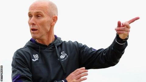 Bob Bradley makes a point