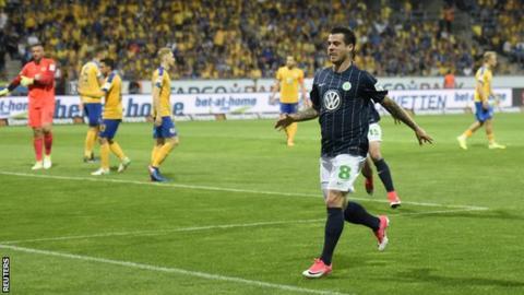 Wolfsburg defender Vieirinha celebrates scoring against Eintracht Braunschweig
