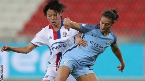 Carli Lloyd of Manchester City battles with Saki Kumagai of Lyon