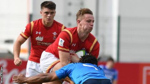 Wales full-back Phil Jones tries to burst through an Italian tackle