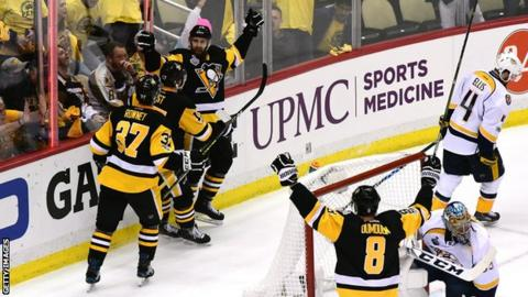 Pittsburgh Penguins celebrate a goal