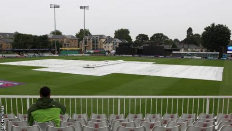 Rain prevented any play between Essex and Gloucestershire at Chelmsford