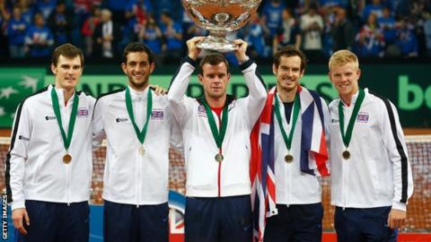 Leon Smith lifts the Davis Cup