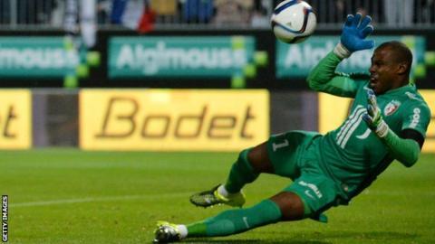 Nigerian goalkeeper Vincent Enyeama