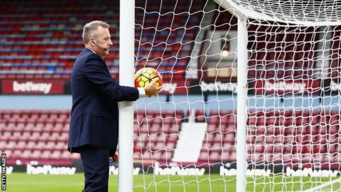 Referee tests goalline technology