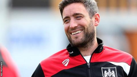 Lee Johnson oversees Bristol City training