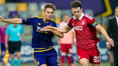 Aberdeen's Ryan Jack (right)