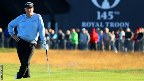 Colin Montgomerie takes a rest during his round