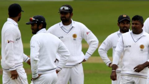 Sri Lanka's fielders look dejected