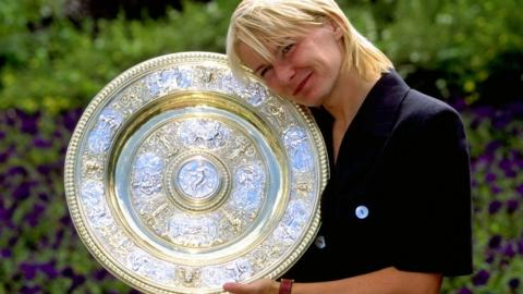 Jana Novotna won Wimbledon in 1998