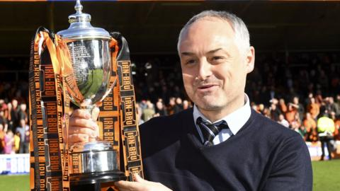 Dundee United manager Ray McKinnon with the Irn Bru Cup