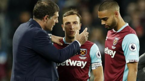 Slaven Bilic speaks with Winston Reid and Mark Noble