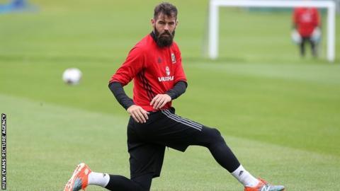 Gunners criticism won't bother my mate Aaron Ramsey, says Chris Gunter