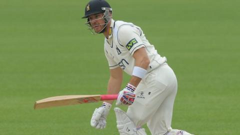 Warwickshire batsman Laurie Evans
