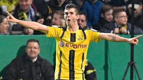 Christian Pulisic celebrates Dortmund's opener