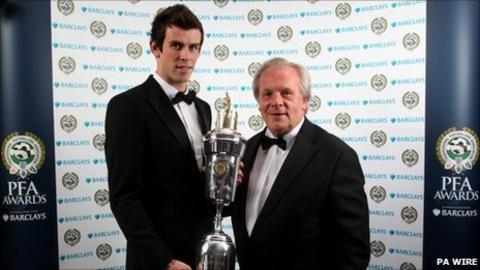 Gareth Bale and Gordon Taylor of the PFA