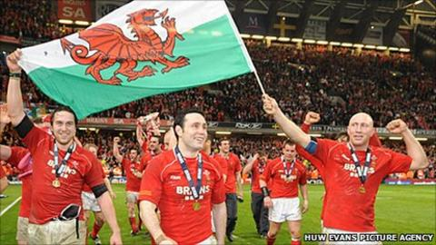 Tom Shanklin (right) celebrates Wales' 2008 Grand Slam