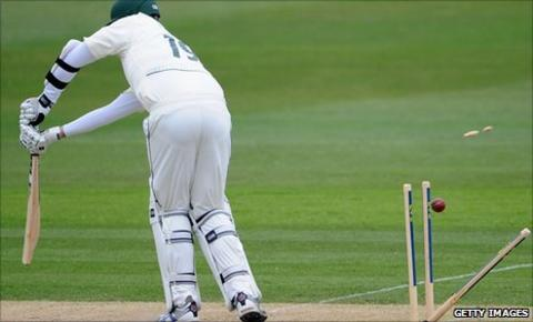 Luke Fletcher is dismissed by James Anyon