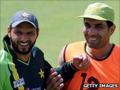 Misbah-ul-Haq (right) and Shahid Afridi