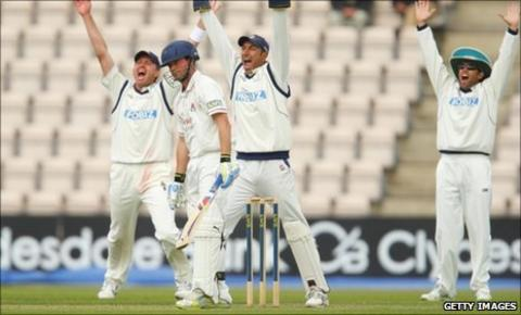 Hampshire appeal for lbw against Gareth Cross