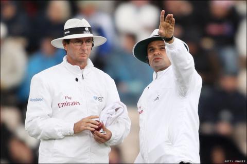 Umpires Rod Tucker and Aleem Dar