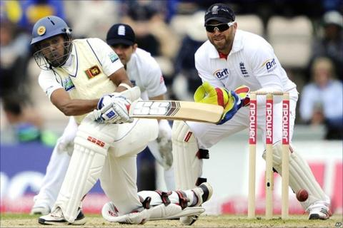 Thilan Samaraweera sweeps off the bowling of Graeme Swann